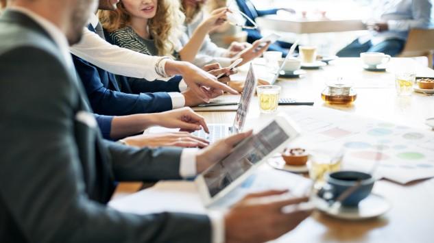 """Bild im Text zu World-Café """"Jenseits des Hypes: Potentielle Einsatzmöglichkeiten von KI in den Unternehmen der Mitglieder"""""""